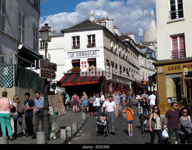 Le boulevard montmartre stock photos le boulevard for Restaurant le miroir montmartre