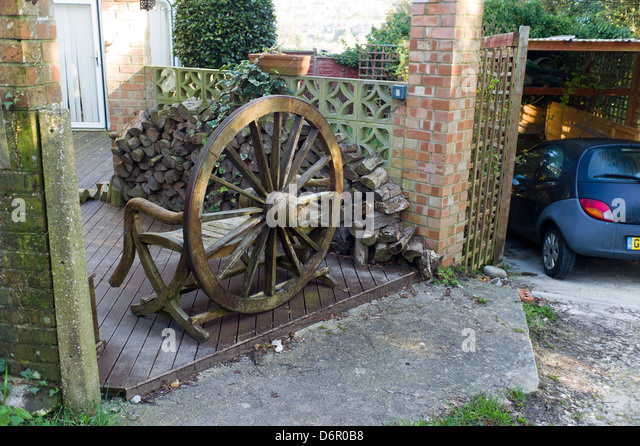 Patio Garden, Wagon Wheel Bench, Suburbia, Brighton   Stock Image