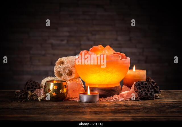 Himalayan Salt Lamp Stock Photos & Himalayan Salt Lamp Stock Images - Alamy