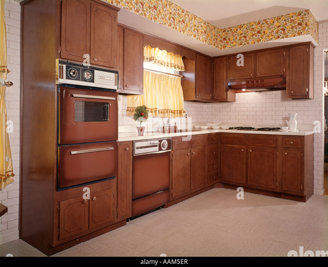 brown kitchen cabinets 1970s oven stock photos amp 1970s oven stock images alamy 12563
