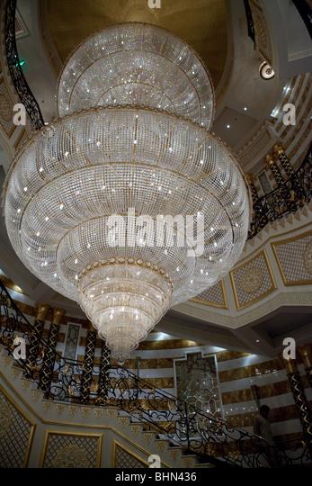 hilton-hotel-jeddah-saudi-arabia-chandelier-palace-bhn436.jpg