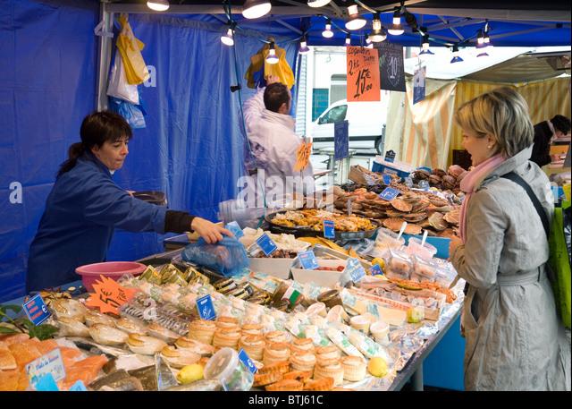 Woman buying fresh fish fishmonger stock photos woman for Nearest fresh fish market