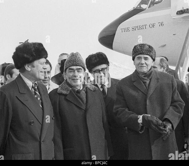 [Image: leonid-brezhnev-and-gerald-ford-1974-bpcj4c.jpg]