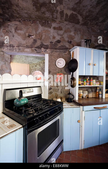 Old Fashioned Kitchen Hob ~ Kettle on hob stock photos images