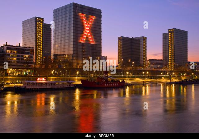 BIBLIOTHEQUE FRANCOIS MITTERAND AT NIGHT PARIS   Stock Image