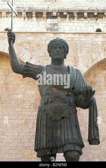 alfarano sindaco barletta statue - photo#11