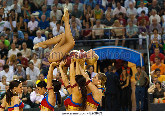 Baskonia stock photos baskonia stock images alamy for Puerta 0 palau blaugrana