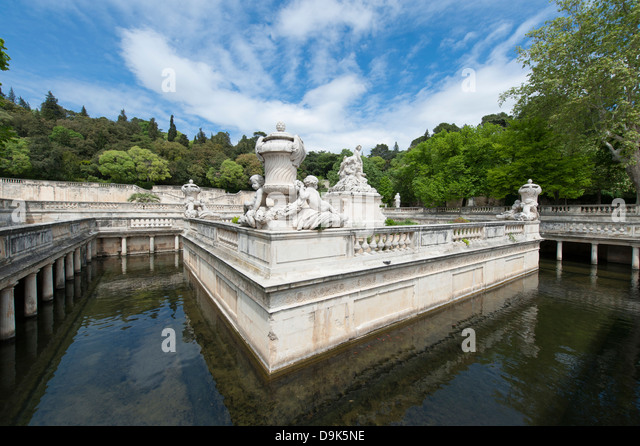 Statue nimes provence france statue stock photos statue for Le jardin de la france