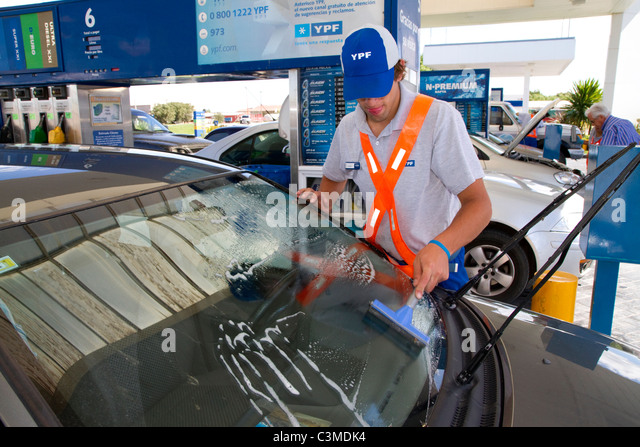 Argentina gas station selfservice women in spandex 5