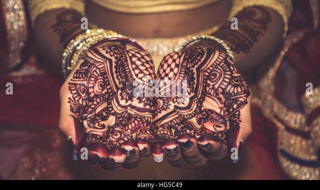 Simple Arabic Henna Mehndi Designs | 3D Mehndi Designs | Gol Tikki ...