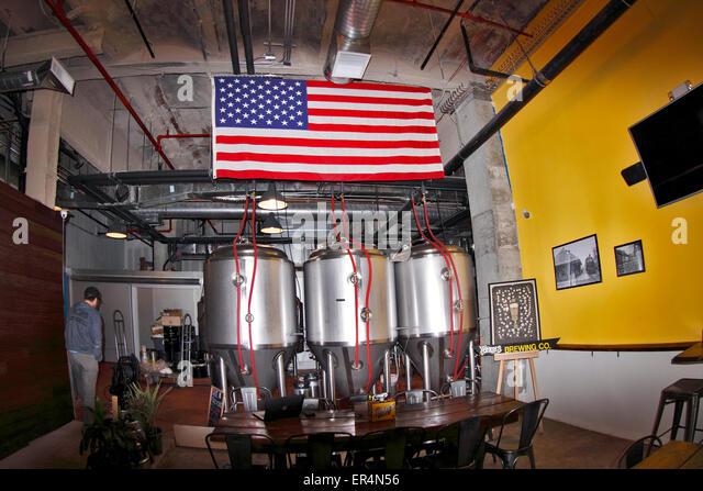 New York And Company Yonkers Jawbone Big Jambox