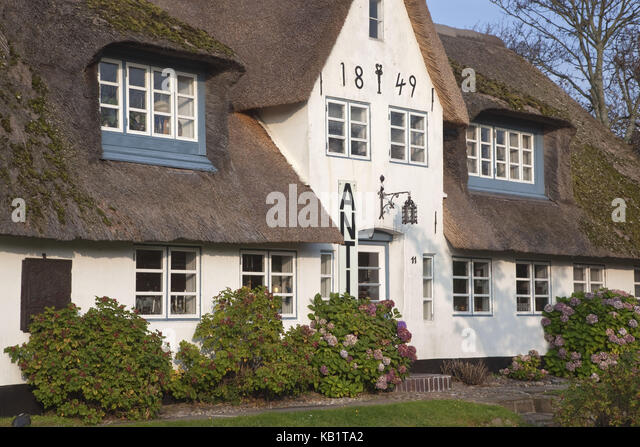 frisian house keitum sylt germany stock photos frisian house keitum sylt germany stock images. Black Bedroom Furniture Sets. Home Design Ideas