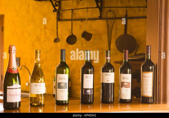 Montevideo wine stock photos montevideo wine stock for Bar living montevideo