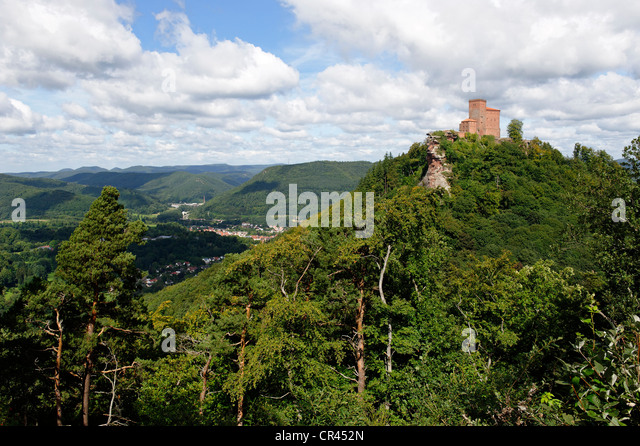annweiler am trifels stock photos annweiler am trifels stock images alamy. Black Bedroom Furniture Sets. Home Design Ideas