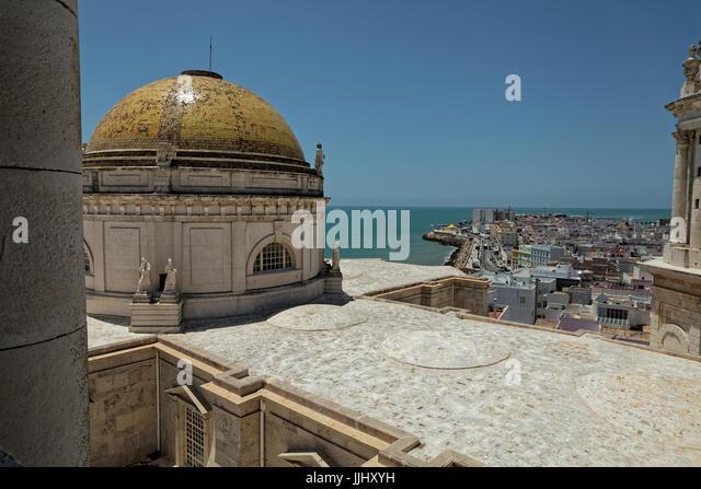 Cupola and sea view, Cadiz Cathedral (Catedral de Santa Cruz de Cádiz), Plaza Catedral, Cadiz, Spain - Stock Image