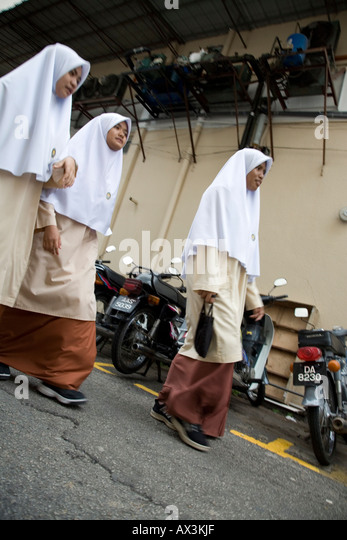kota bharu girls Kota bharu: villagers of pengkalan demit, kubang kerian, have been left stunned by the presence of what they claim is an 'orang minyak', who has been terrorising the village for about a.