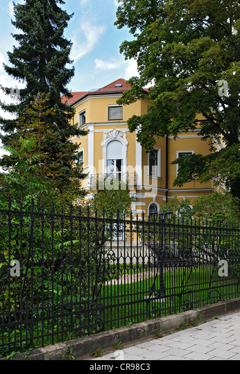 In Frankfurt Russian Consulate In