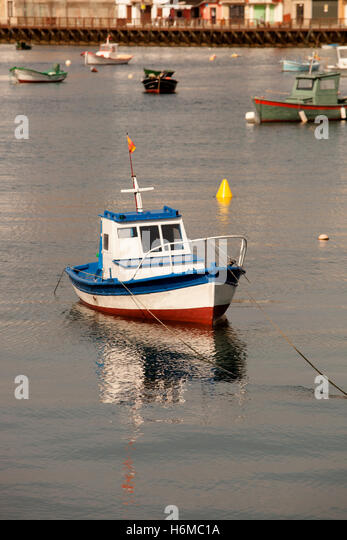 Pontedeume stock photos pontedeume stock images alamy for Nice fishing boats