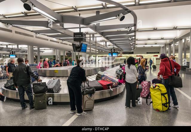 Airport Baggage Conveyor Stock Photos & Airport Baggage ...