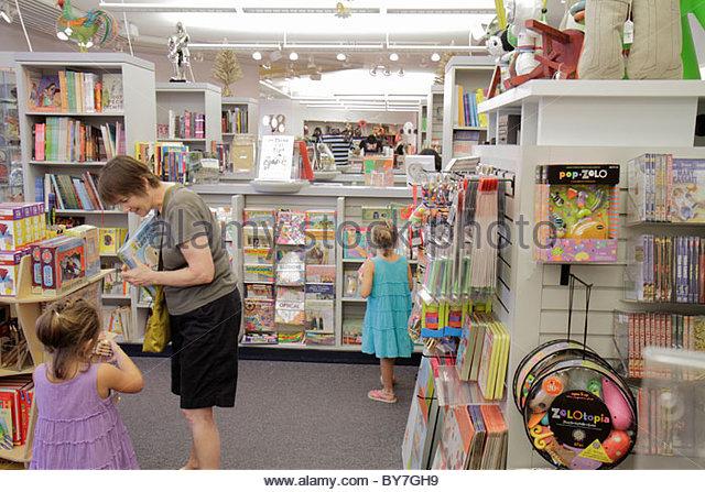 Museum Shop Child Stock Photos & Museum Shop Child Stock Images ...