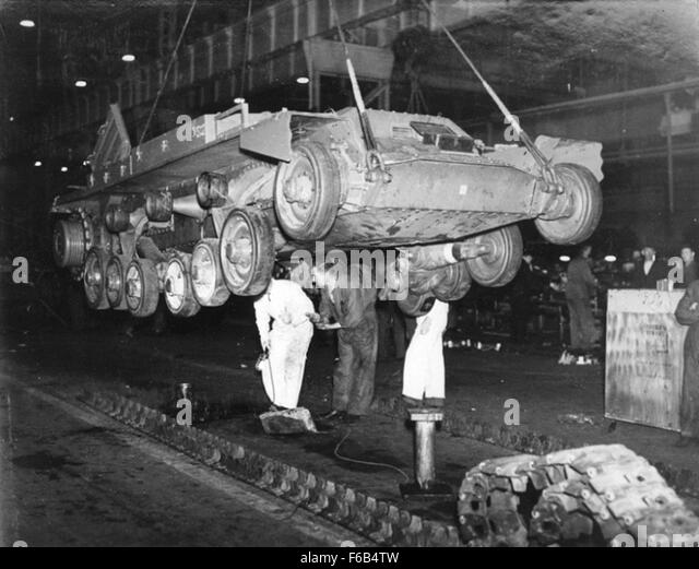 Lowering A Valentine Tank On To Its Track   Stock Image