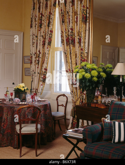 interiors diningrooms curtains traditional stock photos interiors diningrooms curtains. Black Bedroom Furniture Sets. Home Design Ideas
