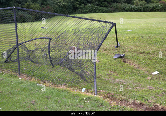 Hole In Fencing Stock Photos Amp Hole In Fencing Stock