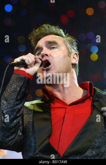 Who is the lead singer of the smiths