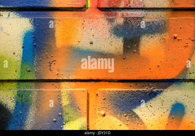 backsteinmauer moderne coole graffiti tags auf einer stock image kuche