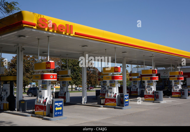 Shell petrol station stock photos shell petrol station stock images alamy - Find nearest shell garage ...