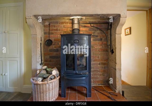 vintage wood burning stove in country cottage - Stock Image - Antique Wood Burning Stove Stock Photos & Antique Wood Burning