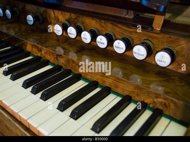 [Image: organ-stops-b50000.jpg]