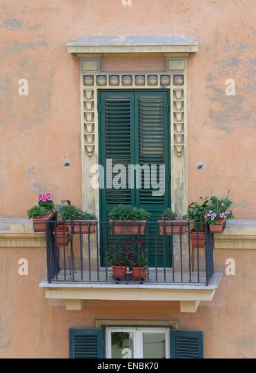 Image gallery italian balcony gardens for Balcony in italian