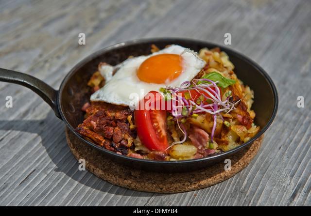 Potatoe Pan Stock Photos & Potatoe Pan Stock Images - Alamy