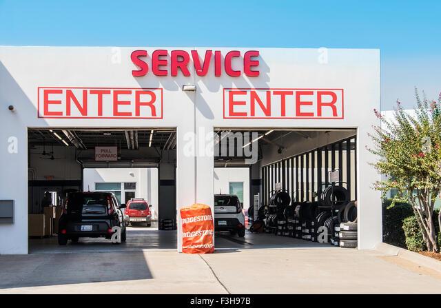 Auto garages stock photos auto garages stock images alamy for Garage kia englos