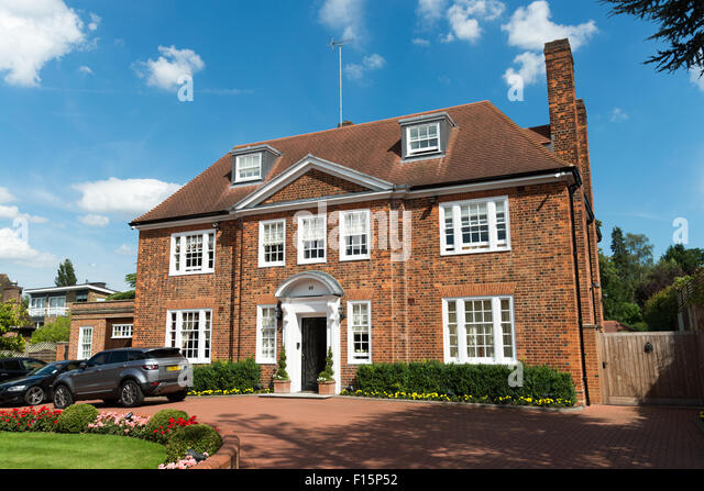 Detached house uk stock photos detached house uk stock for Big modern houses in england