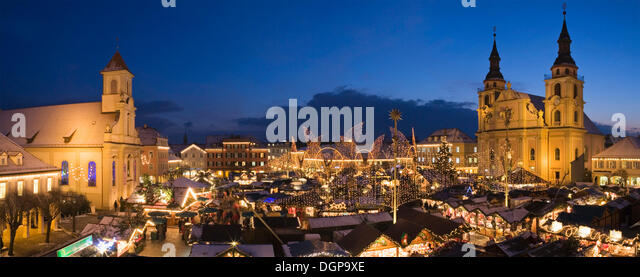 for christmas city overview stock photos for christmas city overview stock images alamy. Black Bedroom Furniture Sets. Home Design Ideas