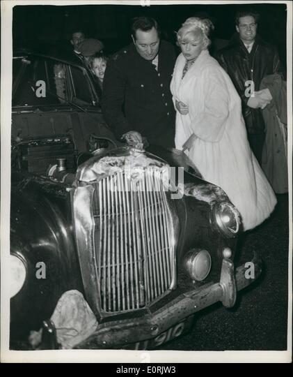 12, 1959   Jayne Mansfield And Joe Powell Look At The Damaged Car