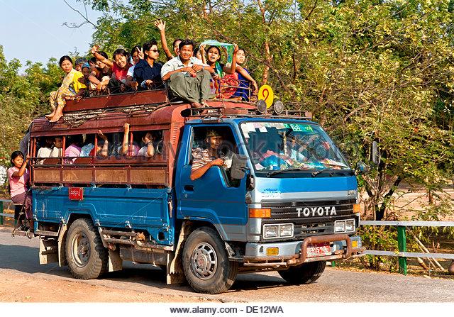 [Image: small-truck-or-bus-full-of-people-myanma...de12wa.jpg]