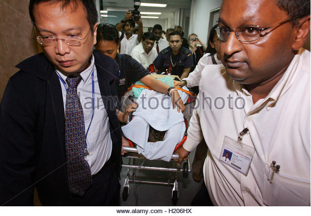 ... 28, is taken into Singapore's Mount <b>Elizabeth Hospital</b> - hong-kong-aid-worker-eva-yeung-28-is-taken-into-singapores-mount-elizabeth-h206hx