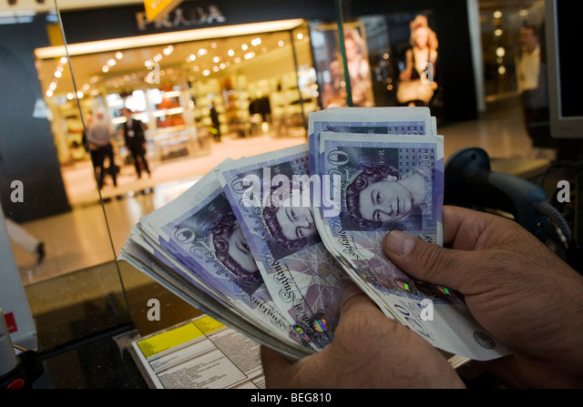 airports shops stock photos airports shops stock images alamy