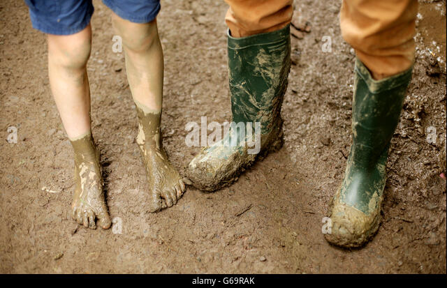 http://l7.alamy.com/zooms/1181ba0b0c58437fbba38d290588ec9f/a-father-and-his-son-who-is-barefoot-in-the-mud-at-the-glastonbury-g69rak.jpg
