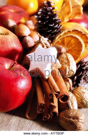 Weihnachtliche Tischdekoration fallen stock photos fallen stock images alamy