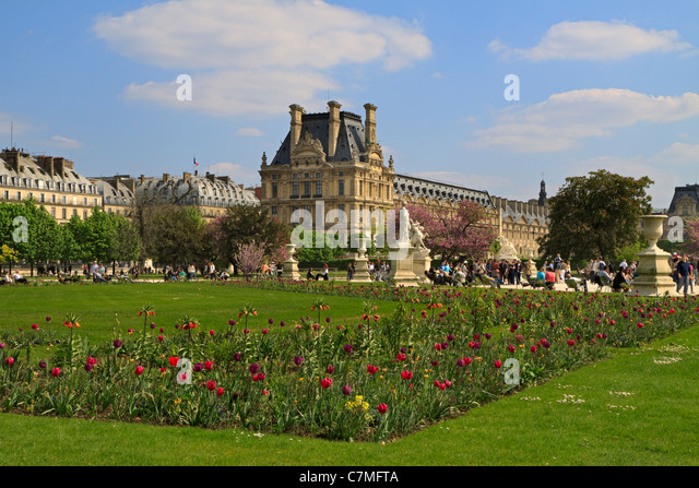 Grand louvre stock photos grand louvre stock images alamy for Plus grand jardin de paris