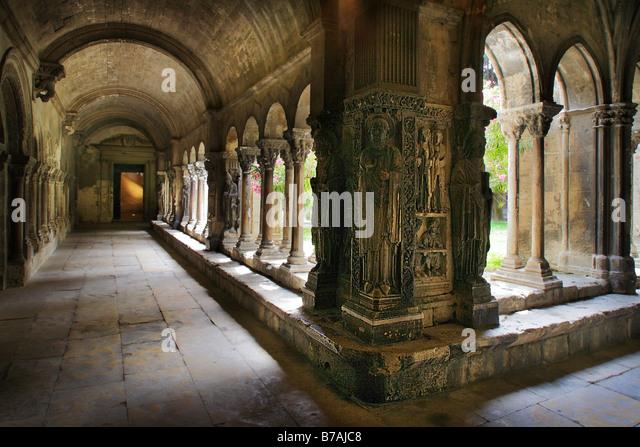 eglise catholique Arles