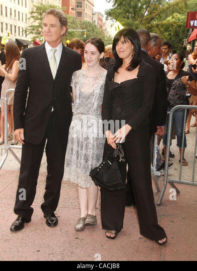The gallery for kevin kline children for Phoebe cates and kevin kline wedding photos