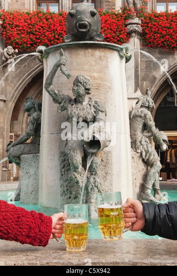 marienplatz beer stock photos marienplatz beer stock images alamy. Black Bedroom Furniture Sets. Home Design Ideas