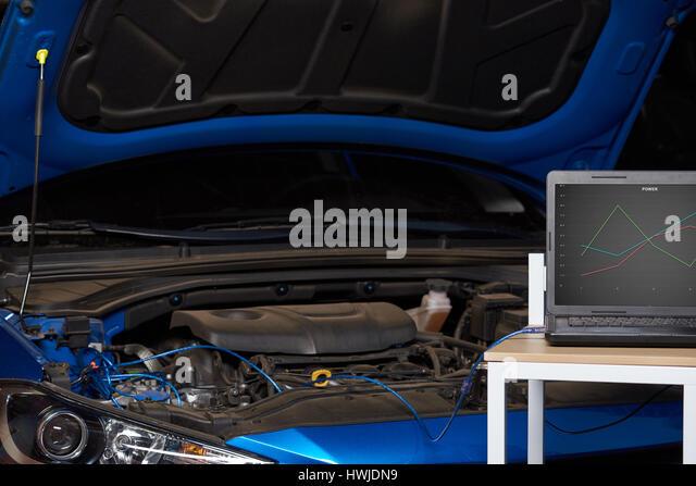 auto repair shop computer stock photos auto repair shop computer stock images alamy. Black Bedroom Furniture Sets. Home Design Ideas