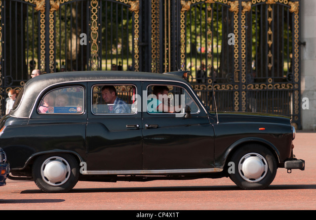 Buckingham Palace London Taxi Stock Photos Buckingham Palace