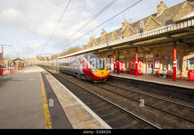 how to go to lake district from london by train